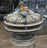Footed bowl and cover 1550-1575