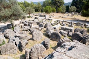 Ruins of the Temple of Zeus at Olimpia, Greece, 470-456 BC. The most representative buildings of the Doric order.