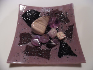 Purple glass display dish with 8 tumbled stones