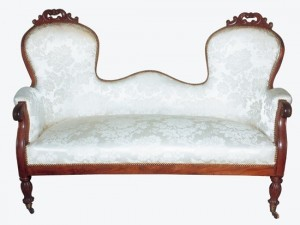 This Louis-Philippe sofa is characterized by two independent backrests which are linked by a low crosspiece.