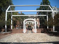 """One of Venturi & Rauch's """"ghost structures"""" in the courtyard of Franklin Court."""