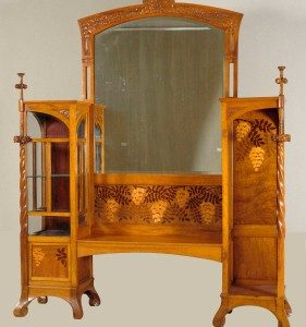 Two-section display cabinet with mirror (1907-1908), Gaspar Homar.