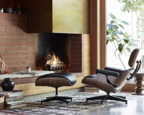 The Eames Lounge Chair fits perfectly in a cosy interior set.