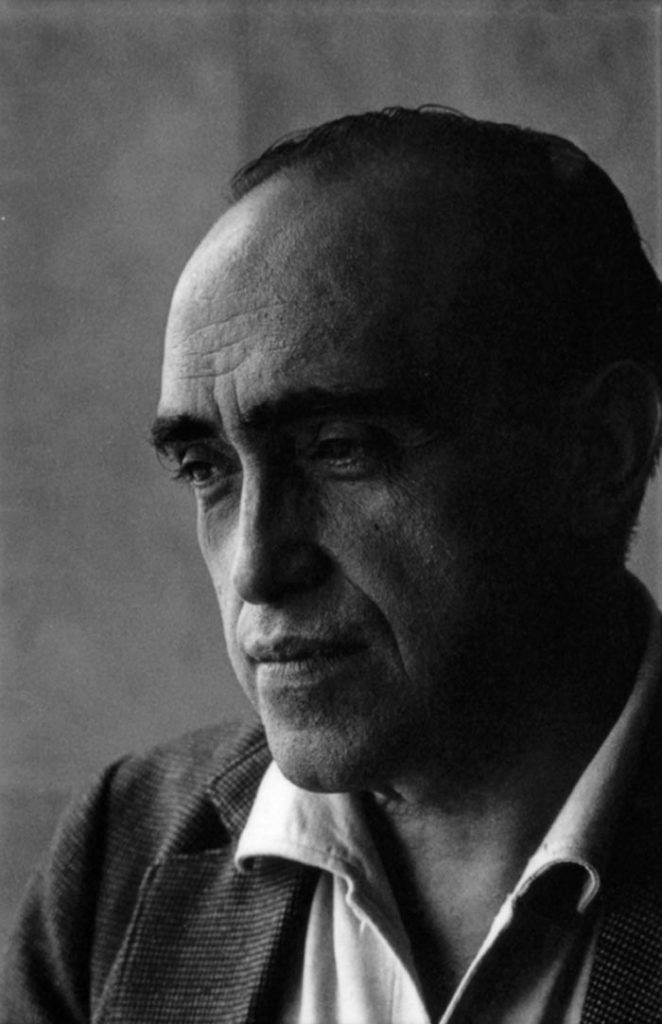 A portrait photography of the master Oscar Niemeyer.